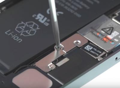 Замена батареи iPhone 6